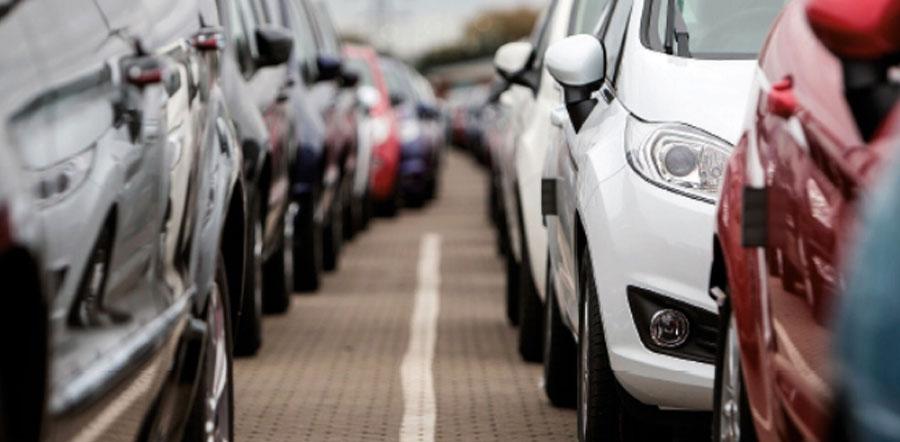Produção de veículos cai pela metade no primeiro semestre