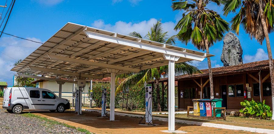 Renault inaugura carregador solar público em Fernando de Noronha